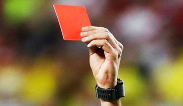 For sending to wash dishes woman referee ejected it 10 games