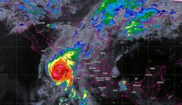 Huracán Willa amenaza a México con vientos de 230 km/h