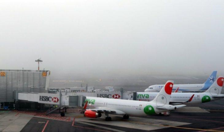 Lluvia retrasa vuelos en el AICM