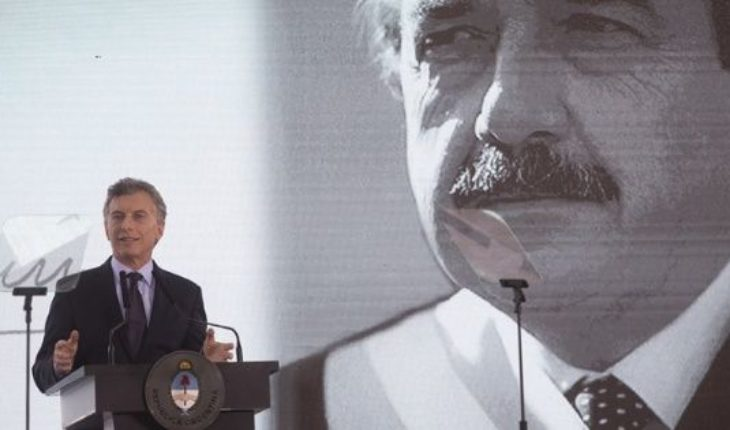 """Macri homenajeó a Alfonsín y llamó a """"construir una familia unida, como él soñó"""""""