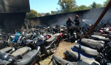 Policías hicieron un asado en la comisaría y quemaron 77 motos