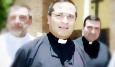 Un sacerdote chateó con otro hombre, intercambió fotos y fue escrachado
