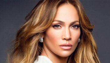 """""""Me he cuidado y ahora se nota"""", Jennifer López posa semidesnuda a sus 49 años"""