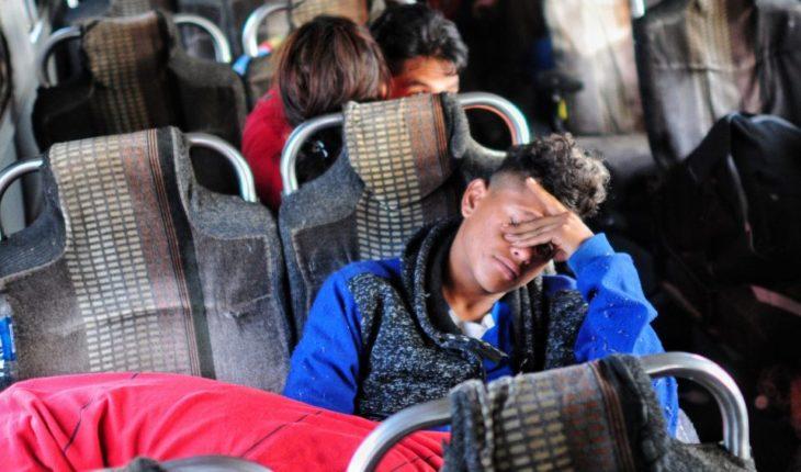 Acusan que el INM retuvo dos autobuses con 60 migrantes en Sonora