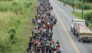 Caravana migrante avanza a pie entre la selva de Veracruz a CDMX