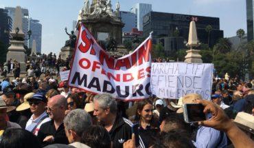 Ciudadanos marchan en CDMX contra consulta de AMLO