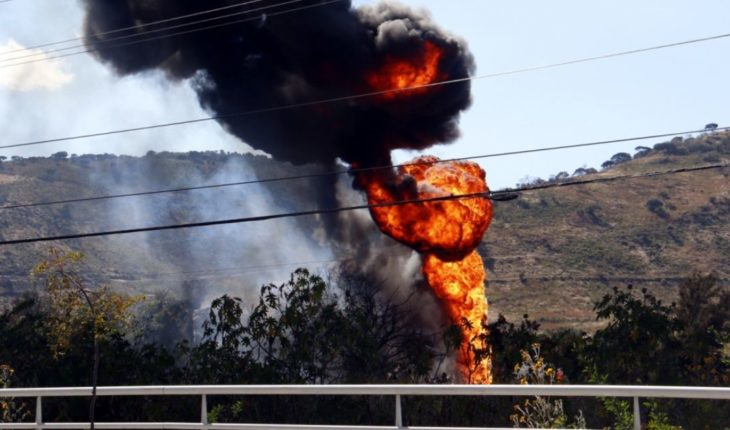 Controlan incendio en toma clandestina de combustible