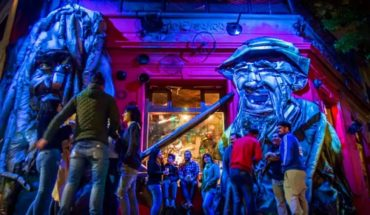 "Cuidemos el mundo tomando cerveza: ""La Covacha Bar"" una esquina reciclada"