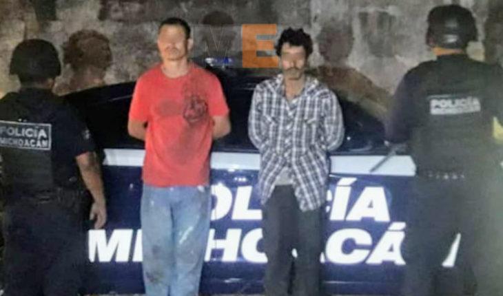 Detienen a dos presuntos narcomenudistas en Tumbiscatío
