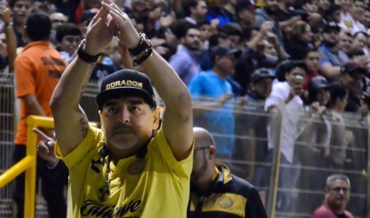 Diego Maradona, más filoso que nunca: encaró al técnico rival y a un periodista