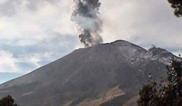 'Don Goyo' emite explosión y humo alcanza los 2 kilómetros