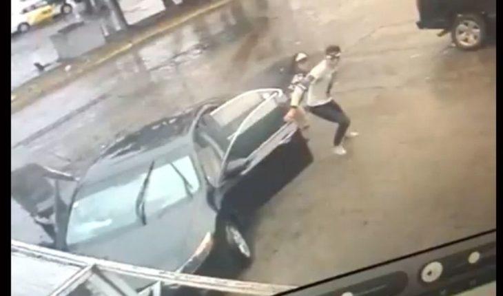Dos mujeres acompañaban a presunto roba carros