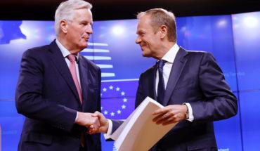 Michel Barnier y Donald Tusk durante la entrega del borrador del acuerdo sobre el Brexit (15/11/2018). Foto: ©European Union.