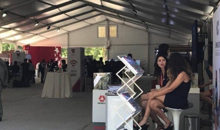 Escenario tipo circo y promotoras más vestidas en la trastienda de Enade 2018