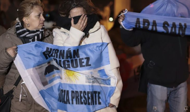 Familias de tripulantes submarino argentino piden su rescate