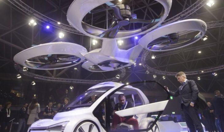Feria tecnológica exhibe dron que se convierte en automóvil