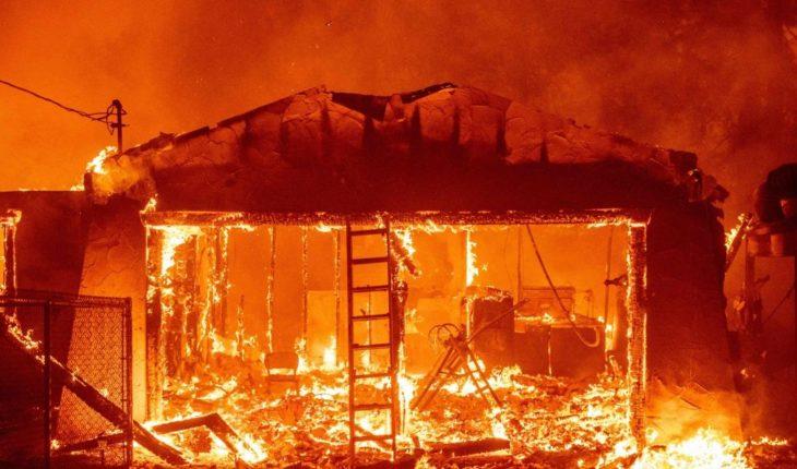 Huyen de incendio forestal miles de personas en California