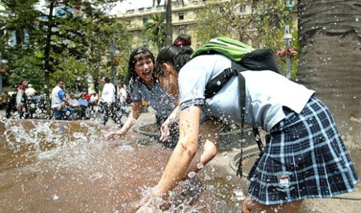 Intendencia alerta sobre ola de calor que se extenderá hasta el martes en Santiago