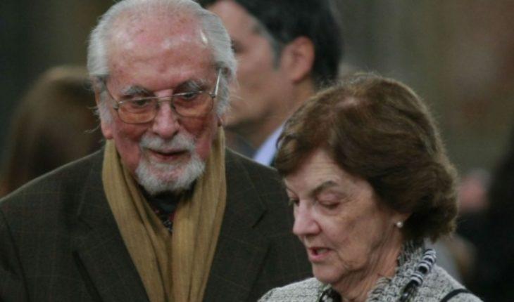 """Lanzan libro póstumo de Andrés Aylwin: """"Sé intransigente en la afirmación de los valores morales"""""""