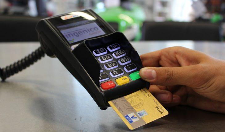 Morena propone que bancos no cobren comisiones por servicios