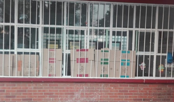 Padres reclaman por recursos para escuela en Coyoacán