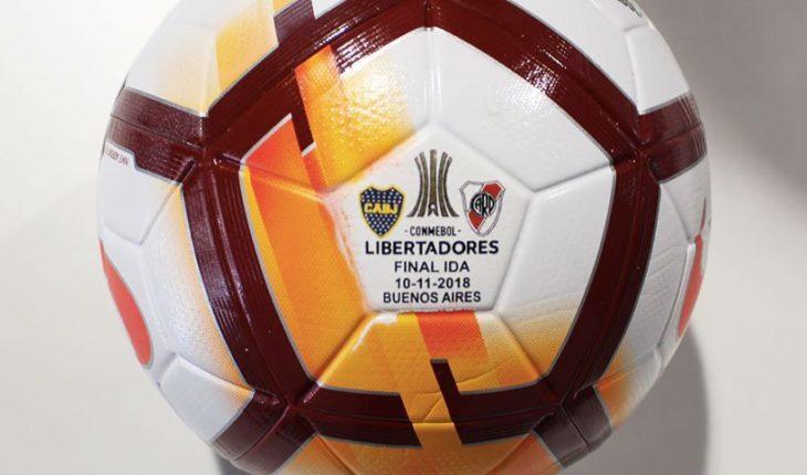 Remate solidario de la Teletón incluye la pelota de la primera final del Boca-River