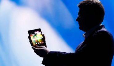 Samsung presentó su teléfono con pantalla plegable