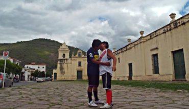 Superfinal: la historia detrás del beso marica entre 2 hinchas que se hizo viral