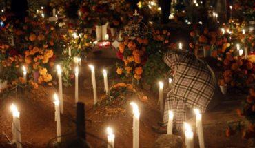 Toda la noche velan a sus difuntos en Oaxaca