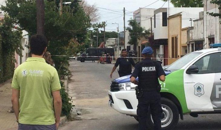 Tolosa: Mató a su hijastro de 10 años, baleó a su mujer y está atrincherado