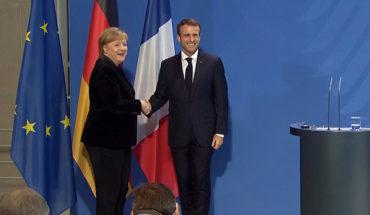 Angela Merkel y Emmanuel Macron durante una rueda de prensa de ayer en Berlín.
