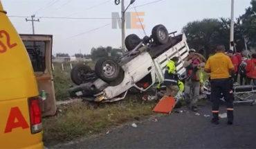 Vuelca camioneta que transportaba jornaleros en Zamora, Michoacán