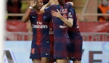 CAVANI scoring a hat trick in triumph of PSG on the Monaco's Thierry Henry