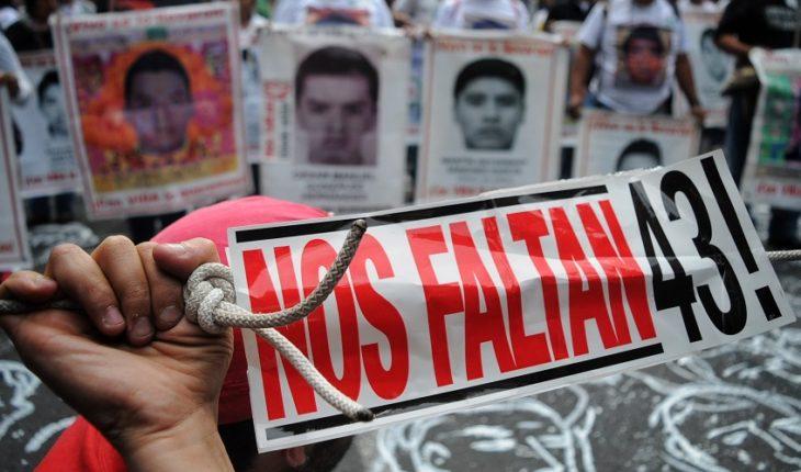 EPN termina su gobierno sin aclarar el caso Ayotzinapa