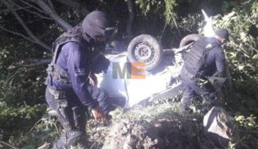 """Falls auto to a drop of the """"21st century"""" motorway in La Unión, Guerrero; driver survives"""