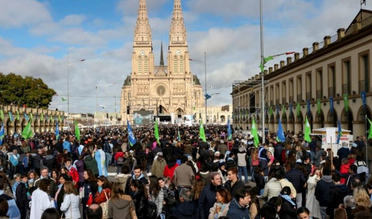 How much earn a bishop in the Argentina?