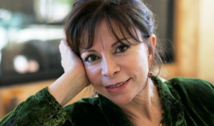 Isabel Allende, the first author in Spanish that receives the national prize of literature of USA