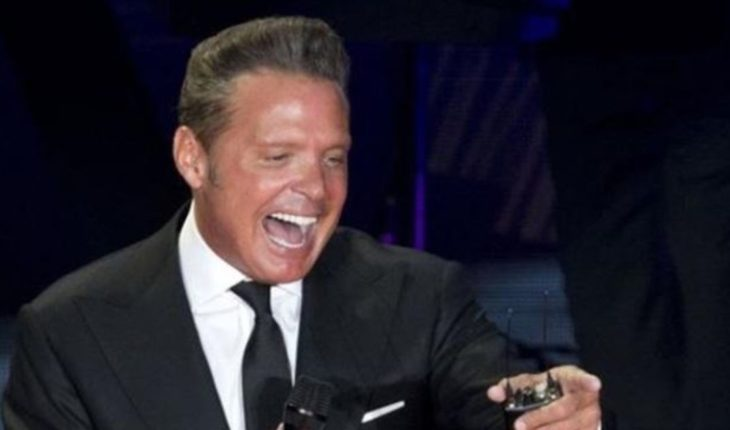 Luis Miguel, this told his girlfriend after winning two Grammy Awards