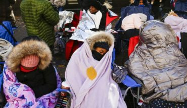 Pese al frío, miles disfrutan desfile de Acción de Gracias