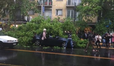 Rain and hail caused flooding, power cuts and accidents in Santiago