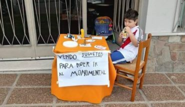 Renzo, the little fan of River that sold his toys to the Monumental
