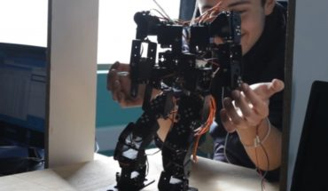 """""""TARS"""": the robot created by schoolchildren from La Serena and that helps autistic children"""
