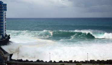 Waves 6 meters forced to evacuate homes in the Canary Islands