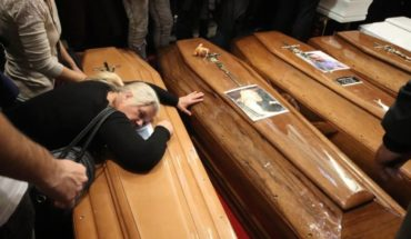 With pain he cries to nine coffins, his entire family died drowned