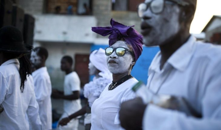 With this strange Voodoo celebration celebrate the dead in Haiti