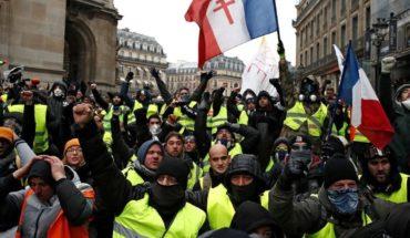 """150 detenidos en la quinta marcha de """"chalecos amarillos"""" en Francia"""