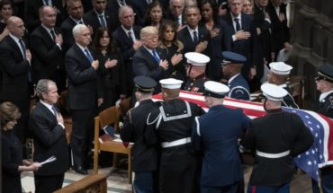 Acude Carlos Salinas al funeral de George H. W. Bush