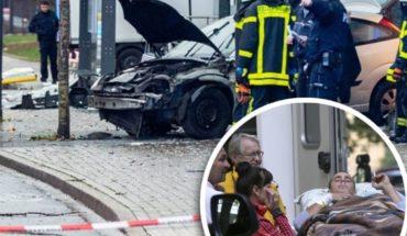 Auto atropella a multitud en parada de autobús en Alemania