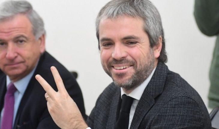 """Blumel valora """"señal de apertura"""" en la oposición por reforma tributaria de Piñera"""