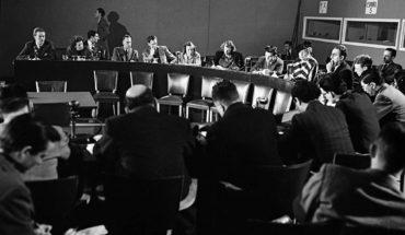 Rueda de prensa sobre la Declaración Universal de los Derechos Humanos. Eleanor Rossvelt, presidenta de la Comisión de Derechos Humanos (al centro, con sombrero) y Charles Malik, presidente de la Tercera Comisión de la Asamblea General de la ONU (a la derecha). Foto: United Nations Photo (CC BY-NC-ND 2.0). Blog Elcano